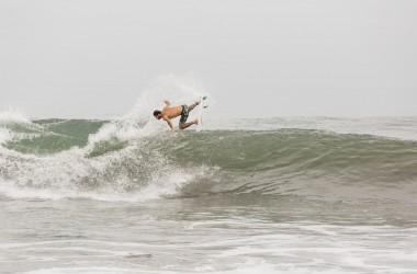 Surfez les plus beaux spots d'indonésie avec Roberto D'Amico
